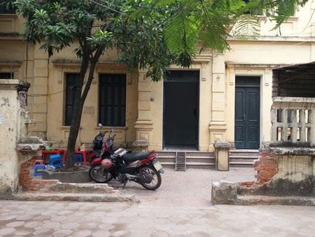 Cổng và một phần tường nhà 37 phố Quang Trung đã bị đập
