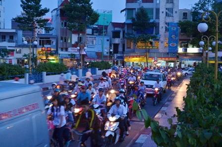 Cầu số 9 (cầu tạm để các phương tiện lưu thông hướng từ quận 3 về quận Phú Nhuận và ngược lại)