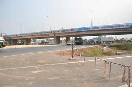 Điểm dừng của 20 km đầu tiên là cầu vượt bắc qua Quốc lộ 51, huyện Long Thành, Đồng Nai.