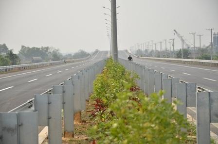 Những mảng xanh trên tuyến cao tốc