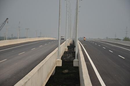 Trên tuyến cao tốc này có hạng mục cầu Long Thành bắc qua sông Đồng Nai