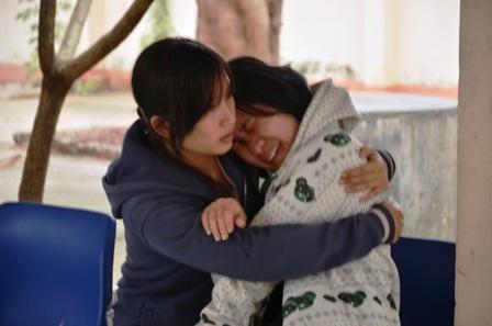 Chị của Lâm khóc ngất khi nhìn thấy thi thể em trai