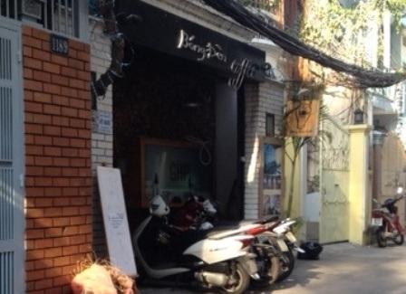 Quán cà phê Bóng Đèn nơi xảy ra vụ tạt a xít