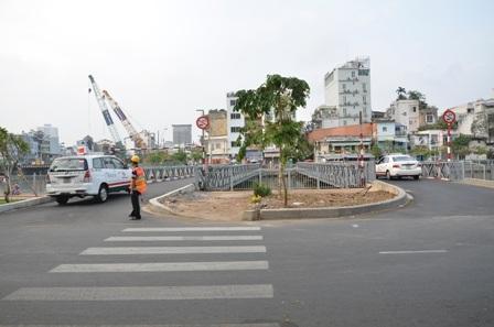 Riêng cầu tạm hướng quận 1 sang quận Phú Nhuận cho phép xe ô tô lưu thông