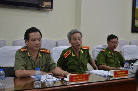 Thiếu tướng Phan Anh Minh, Phó Giám đốc công an TPHCM (giữa) công bố thông tin đến báo chí
