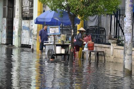 Các hoạt động kinh doanh, buôn bán bị ảnh hưởng do đường ngập