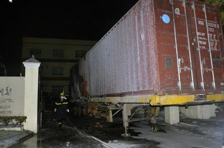 Điểm xuất phát cháy phía sau thùng container