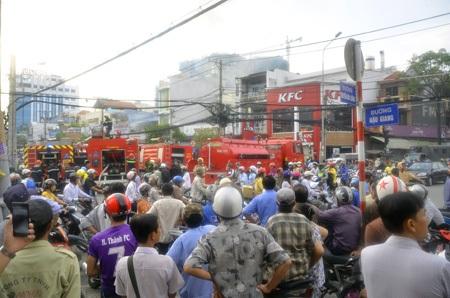Vụ cháy khiến cả khu dân cư chấn động