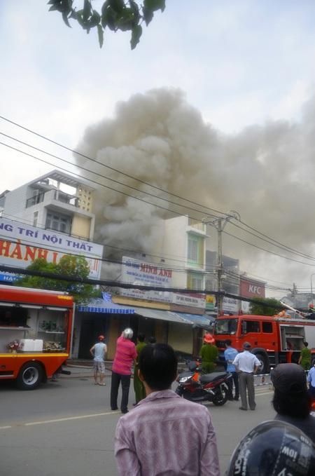 Hiện trường vụ cháy tiệm tạp hóa vào sáng 17/4 khiến 2 người chết