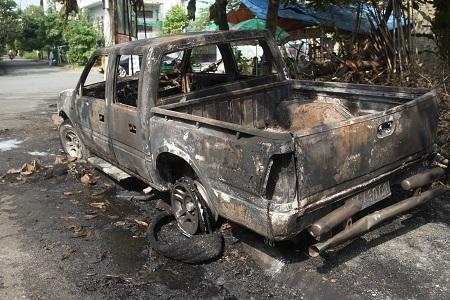 Hiện trường vụ cháy xe ô tô vào rạng sáng