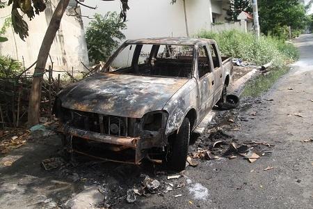 Toàn bộ chiếc xe bị cháy rụi