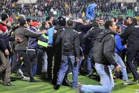 Các cầu thủ sốc nặng sau thảm họa sân cỏ ở Ai Cập - 1