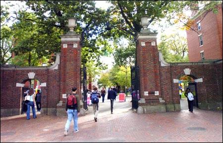 Havard soán ngôi trường có tỉ lệ chọi cao nhất của Yale
