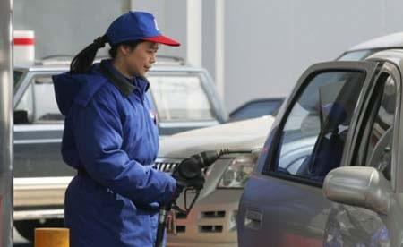 Giá xăng thế giới tiếp tục tăng mạnh (Ảnh: Internet)
