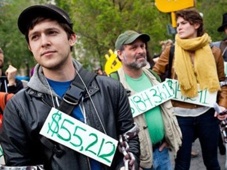 Rất nhiều sinh viên Mỹ ra trường không có việc làm nhưng nợ chất ngất
