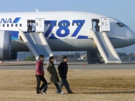 Boeing 787 từng phải hạ cánh khẩn cấp vì pin quá nóng