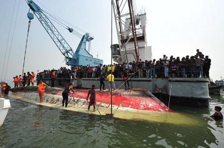 Vụ chìm phà tại Bangladesh hồi tháng 3/2012 từng khiến hơn 112 người chết.