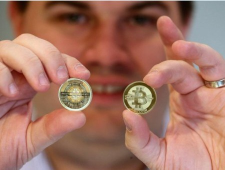 Tiền điện tử Bitcoin cũng đang rất thịnh hành