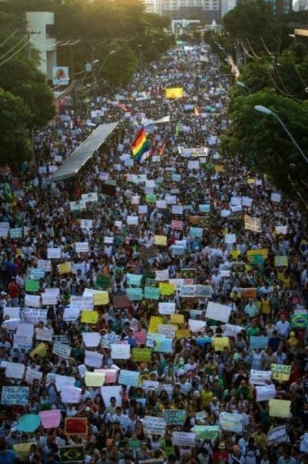 Rất đông người biểu tình đã xuống đường tại Brazil