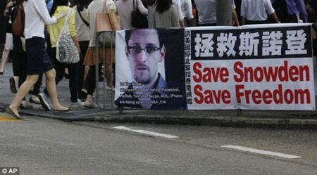 Snowden phải trốn chạy sau khi tố giác chính phủ Mỹ