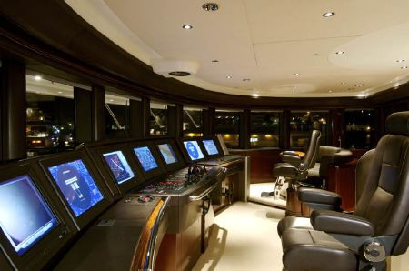 Cần điều khiển ngoài trời giúp việc cập cảng dễ dàng h