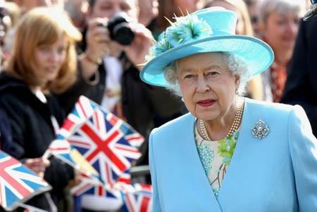 Nữ hoàng Anh Elizabeth sẽ được nhận thêm hàng chục triệu USD