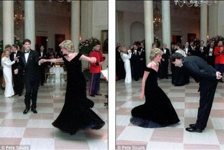 Công nương Diana khiêu vũ cùng diễn viên John Travolta