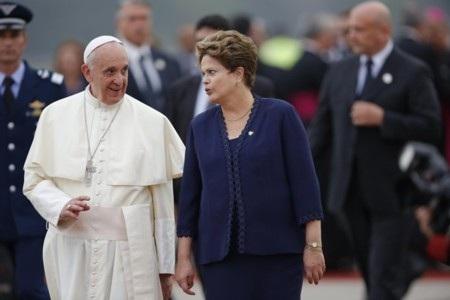 Tổng thống Brazil Rousseff ra sân bay đón Giáo hoàng