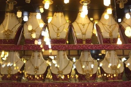 Doanh số vàng vật chất tại Trung Quốc và Ấn Độ năm nay có thể đạt 1000 tấn