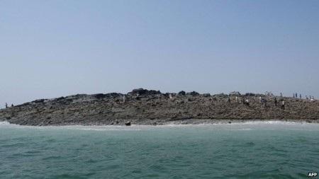 Hòn đảo gồm toàn bùn và đá
