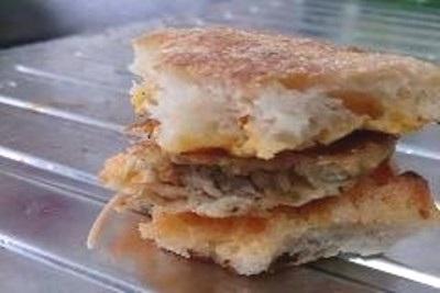 Con thạch sùng bị phát hiện nằm giữa chiếc bánh
