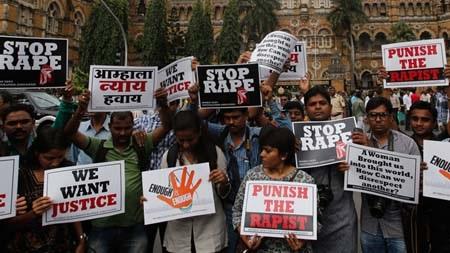 Người Ấn Độ đã liên tục biểu tình phản đối tình trạng tội phạm hiếp dâm gia tăng