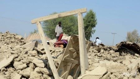 Nhiều ngôi nhà ở vùng tâm chấn chỉ còn là đống bùn