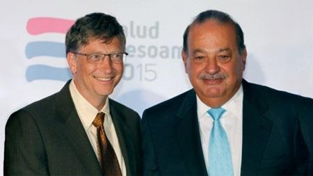 Bill Gates đã vượt mặt Carlos Slim (phải) để dẫn đầu bảng xếp hạng