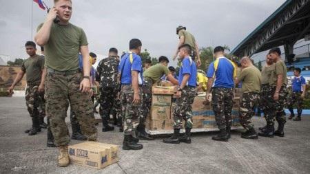 Hàng hóa cứu trợ đang bị kẹt tại các sân bay