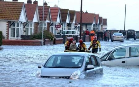 Nhiều khu vực phía Đông nước Anh bị lụt nặng do bão