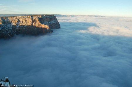 Cảnh tượng hùng vĩ của Grand Canyon trong những ngày không mây