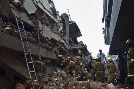 Lực lượng cứu hộ đang khẩn trương giải cứu người bị nạn