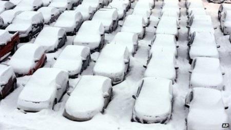 Bãi đậu xe sân bay quốc tế Chicago ngập tuyết