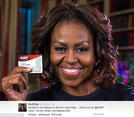 Bà Obama tự hào khoe tấm thẻ AARP