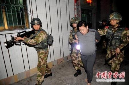 Nhiều nghi phạm bị bắt trong cuộc bố ráp là quan chức địa phương