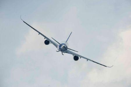 Một chiếc A350 đã có buổi bay thử ra mắt thành công tại triển lãm