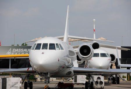 Dassault Falcon của Pháp cũng không chịu kém cạnh các đối thủ