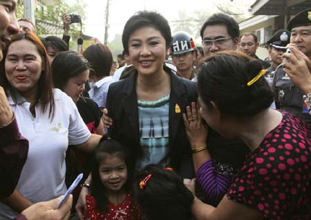 Bà Yingluck Shinawatra đi bỏ phiếu trong vòng vây cảnh sát