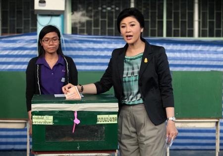 Bà Yingluck bỏ phiếu nhầm thùng