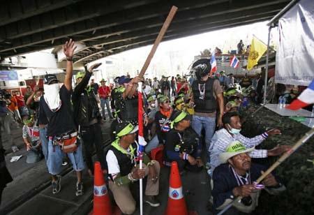 Rất đông người biểu tình vẫn đang tìm cách ngăn cản bầu cử