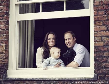 Bức ảnh chân dung gia đình mới nhất của William và Kate