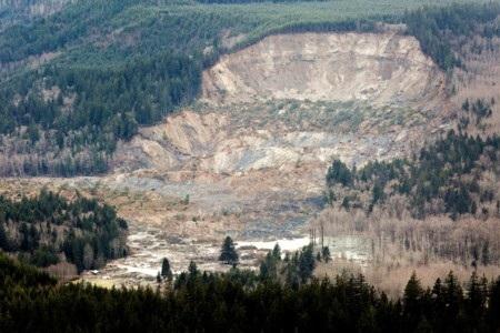 Lở đất xảy ra trên một diện tích rất rộng