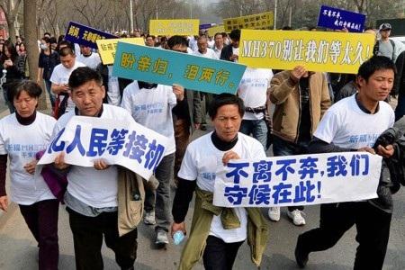 Người Trung Quốc biểu tình dữ dội tại đại sứ quán Malaysia ở Bắc Kinh