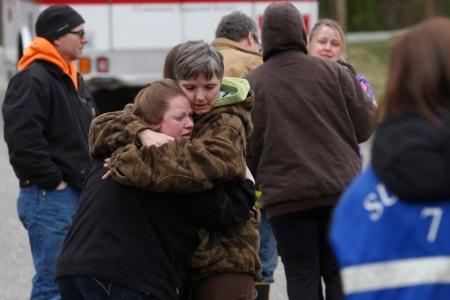 Người thân của các nạn nhân lo lắng cho số phận người thân